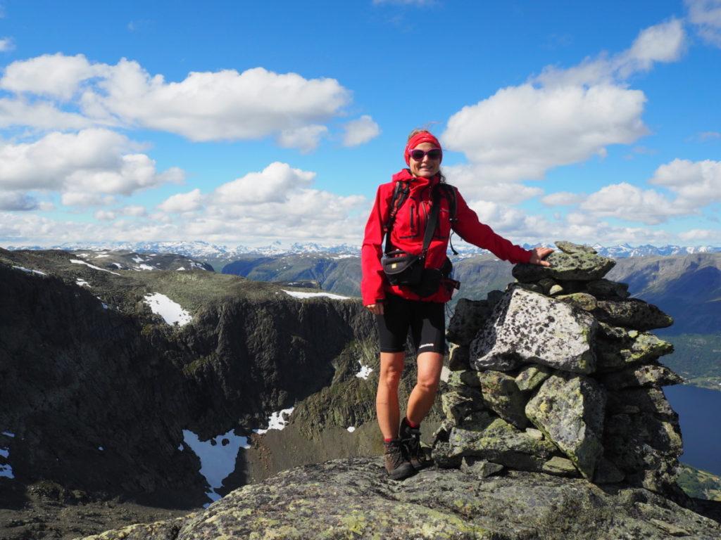 Skribent og tekstforfatter Marte Øsmoe fra vestfold - nevlunghavng på fjelltur