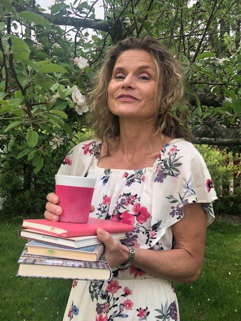 Marte Østmoe er i sving før hun skal gi litt teksthjelp i Nevlunghavn
