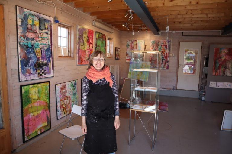 Nina Resch stiller i galleriet i Nevlunghavn