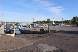 Enkel båtrampe på brygga i Helgeroa