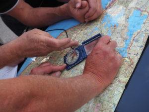 Blått og tilstede, kursen er klar med kart og kompass