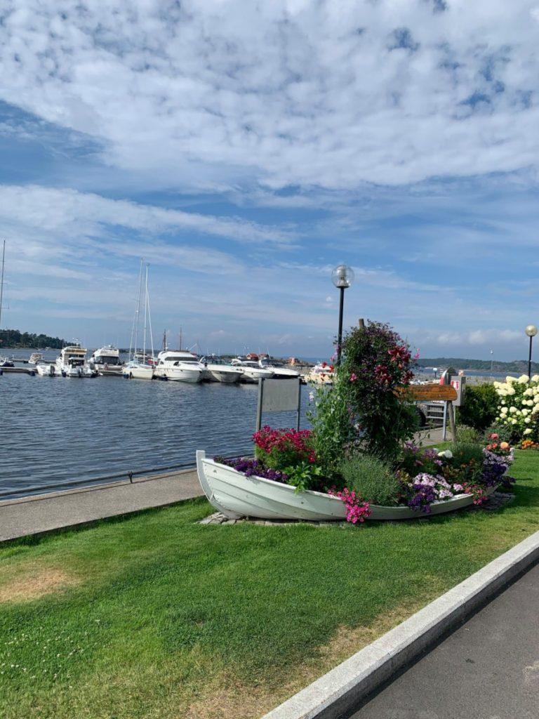Blomster er en stor del av miljøet på Helgeroa Marina