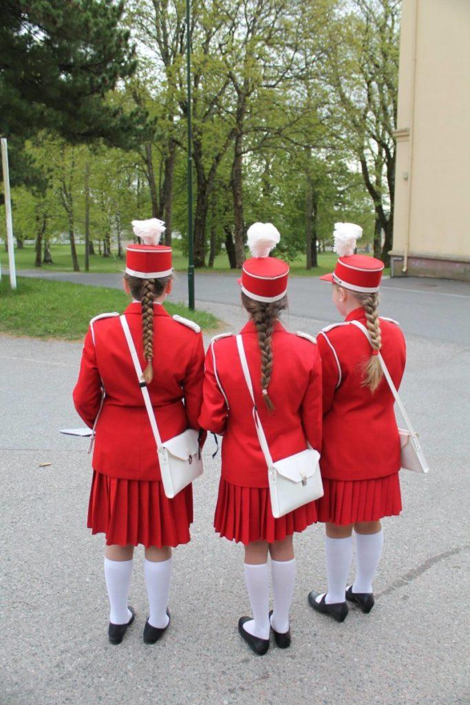 Tre juniorer i skolekorps uniform