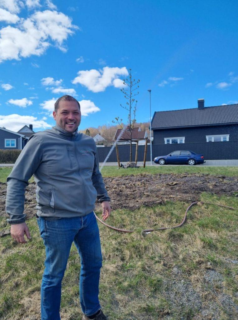 Hugo de Graaff bosatt i Helgeroa har jobbet med blomster hele livet